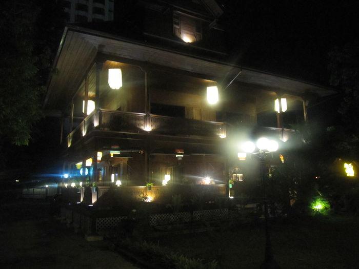 Ban Jongrapor bei Nacht