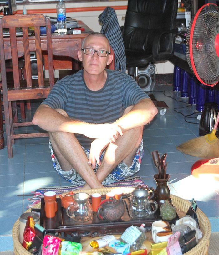 Tom und sein Teetisch