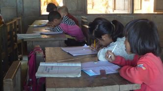Kinder im Schulkindergarten in Loi Kah Wan