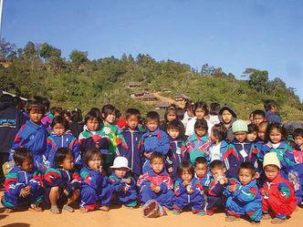 Waisenkinder LKW Gruppenfoto