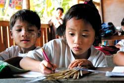 Schulmädchen in einem Shan-Camp